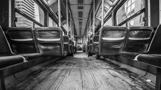 uvnitř tramvaje